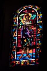 Eglise Saint-Jean - Deutsch: Bleiglasfenster in der Kirche Saint-Jean-Baptiste in Valence, Darstellung: Jesus als Lamm Gottes, Signatur: