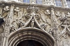 Maison des Têtes - Français:   Maison des Têtes, Valence, Drôme, France: détail de la façade.