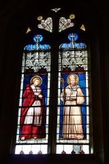 Eglise Saint-Philibert - Deutsch: Bleiglasfenster in der Kirche Saint-Philibert in Charlieu, Darstellung: hl. Karl Borromäus (links) und des heiligen Philibert