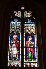 Eglise Saint-Philibert - Deutsch: Bleiglasfenster in der Kirche Saint-Philibert in Charlieu, Darstellung: hl. Heinrich (links) und Johannes der Täufer