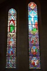 Eglise Saint-Philibert - Deutsch: Bleiglasfenster in der Kirche Saint-Philibert in Charlieu, Darstellung: verschiedene Motive