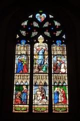 Eglise Saint-Philibert - Deutsch: Bleiglasfenster in der Kirche Saint-Philibert in Charlieu, Darstellung: Szenen aus dem Leben Mariens