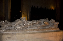 Eglise Notre-Dame - English:  Grave and effigy of the Count Guy IV de Forez, founder of Our Lady church in 1223.