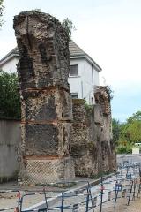 Aqueduc gallo-romain du Gier dit aussi du Mont-Pilat (également sur communes de Brignais, Chaponost, Sainte-Foy-lès-Lyon, Mornant, Soucieu-en-Jarrest) - Français:   Aqueduc du Gier, rue Roger-Radisson Lyon.