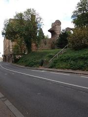 Aqueduc gallo-romain du Gier dit aussi du Mont-Pilat (également sur communes de Brignais, Chaponost, Sainte-Foy-lès-Lyon, Mornant, Soucieu-en-Jarrest) - Français:   Vers l\'est, depuis la rue des Pommières.