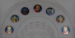 Eglise Saint-Just - Français:   Médaillons de l\'arc triomphal, côté nef: saint Just, saint Luc (bœuf), saint Jean (aigle), Christ, saint Mathieu, saint Marc (lion), saint Alexandre (martyr de 178).