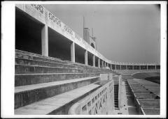 Stade municipal dit stade Gerland - Français:   Stade pour les sports athlétiques de la Mouche: vue sur les gradins. Architecte Tony Garnier (1914-1926). photographie négatif sur verre 13 x 18 cm.