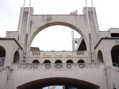 Stade municipal dit stade Gerland - Français:   Les arches du stade de Gerland sont d\'origine et ont été dessiné par l\'architecte Tony Garnier au début du 20ème siècle.