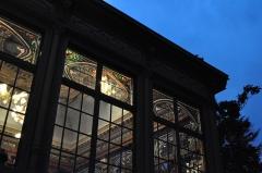 Maison dite Villa des Frères Lumière, actuellement Fondation nationale de la photographie - English: Detail of the windows of the Jardin d'hivers of the Villa Lumière.