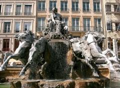 Fontaine Bartholdi -  Barthodi - sculpture XIX° siècle - Fontaine des Terreaux à Lyon