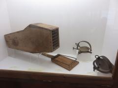 Petit Palais de Conflans - Français:   Musée d\'art et d\'histoire de Conflans: pièges à prédateurs loups et renards, XVIII / XIXe siècles