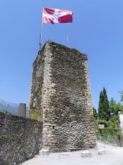 Tour sarrazine - English: Sight of the tour sarrasine tower in the medieval village of Conflans on the heights of Albertville, in Savoie, France.