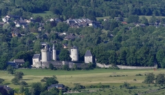 Château de la Batie - English: Sight, in the evening from La Ravoire, of La Bâtie castle on the heights of Barby, near Chambéry, Savoie, France.