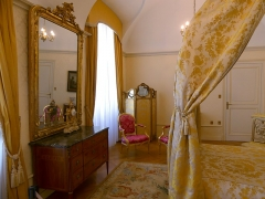 Château des Ducs de Savoie - English: Sight of the ancient bedroom with visible a part of its bed