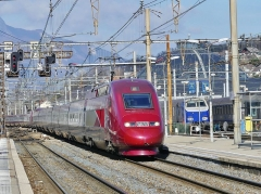 Remise ferroviaire dite rotonde SNCF - English: Sight of Thalys TGVs on winter service journeys n°9904 and 9906 from Brussels in Belgium to Moûtiers in the French Alps, entering at their first stop Chambéry in Savoie, gate town to the alpine valleys.