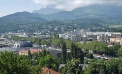 Remise ferroviaire dite rotonde SNCF - English: Panoramic sight of the French city of Chambéry in Savoie, with on the left the railway roundhouse, and two TGVs coming from Annecy and Milano (Italy) bound for Paris.