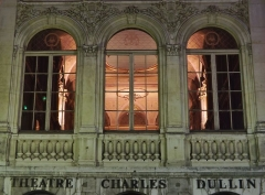 Théâtre municipal - English: Sight, by night from outside, of the salle des concerts chamber of the théâtre Charles Dullin theater of Chambéry, in Savoie, France.