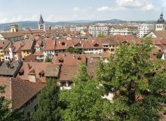 Cathédrale - Français:   Annecy, ville et préfecture du département de la Haute-Savoie (région Rhône-Alpes, France). Vue générale de la vieille ville, depuis l'esplanade du château.