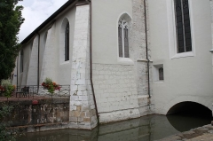 Eglise Saint-Maurice - Français:   Profil de l\'église Saint-Maurice d\'Annecy et passage d\'un canal en dessous