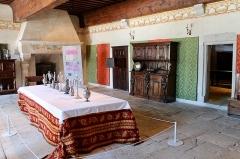 Château - Français:   Salle à manger du château de Clermont (Haute-Savoie).