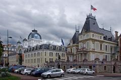 Ancien établissement thermal -  Le Palais Lumière et la Villa Lumière (mairie).