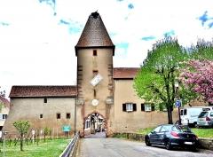 Ancienne enceinte fortifiée urbaine - Français:   La porte haute, vue de l\'extérieur d\'Ammerschwihr. Haut-Rhin
