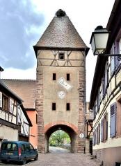 Ancienne enceinte fortifiée urbaine - Français:   La porte haute, vue de l\'intérieur d\'Ammerschwihr. Haut-Rhin