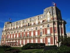 Hôtel du Palais - Français:   Hôtel du Palais surplombe la Grande Plage de Biarritz