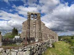 Eglise Saint-Roch de Fortuniès -  église Saint Roch vue depuis cimetière attenant