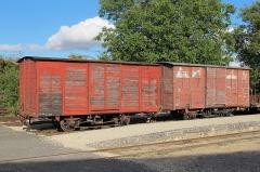 Ligne à voie ferrée métrique le Blanc-Argent (ou B.A.) sur le tronçon Luçay-le-Malé-Argy - Français:   Les wagons couverts K 281 et K 204 du Train du Bas-Berry le 23 août 2015. Le K 281 est classé monument historique.