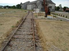 Ligne à voie ferrée métrique le Blanc-Argent (ou B.A.) sur le tronçon Luçay-le-Malé-Argy - Gare du Blanc (36): La voie d'accès à la coopérative agricole.