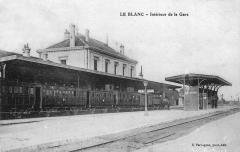 Ligne à voie ferrée métrique le Blanc-Argent (ou B.A.) sur le tronçon Luçay-le-Malé-Argy - Intérieur de la gare du Blanc vers 1900 et desserte par un train de voyageurs.