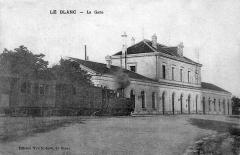 Ligne à voie ferrée métrique le Blanc-Argent (ou B.A.) sur le tronçon Luçay-le-Malé-Argy - La cour de la gare avec le passage du tacot à voie métrique vers 1910.
