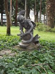 Fonderie du Val d'Osne - Português: Palácio do Catete: Jardins: Estátua Criança Americana Caçando uma Cobra
