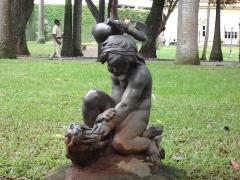 Fonderie du Val d'Osne - Português: Palácio do Catete: Jardins: Estátua Criança Asiática Caçando uma Pantera