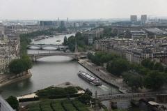 Mémorial des martyrs de la Déportation - English: 1-View from Notre-Dame de Paris.
