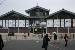 Halle - Français:   Façade des Halles d\'Angoulême aux couleurs de Riyoko Ikeda durant le festival de la BD d\'Angoulême.