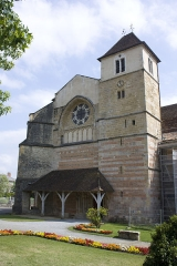 Ancienne abbaye Saint-Jean - English:  North portal of the abbay church.