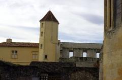 Ancienne abbaye Saint-Jean - Français:   Sorde l\'Abbaye - abbaye