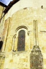 Ancienne abbaye Saint-Jean - Français:   Sorde l\'Abbaye - Église, fenêtre de l\'abside