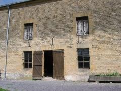 Ancien relais de poste - Français:   Relais de la poste à chevaux de Launois-sur-Vence, en Ardennes (France)