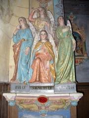 Eglise Sainte-Marie-Madeleine - Deutsch: Weihwasserbecken in der Kirche von Rennes-le-Chateau; vier Engel machen das Kreuzzeichen (christlicher Ritus beim Betreten einer Kirche)