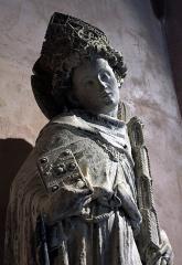 Ancien couvent des Cordeliers - Français:   Saint Louis de Toulouse, calcaire polychrome, par le \