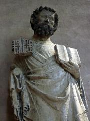 Ancien couvent des Cordeliers - Français:   Saint Pierre, calcaire polychrome, par le \