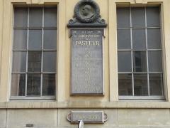Ecole normale supérieure -  La plaque commémorative du laboratoire Pasteur de la Rue d'Ulm