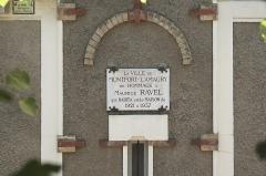 Maison de Maurice Ravel, actuellement musée - Deutsch:   Gedenktafel am Haus von Maurice Ravel in Montfort-l'Amaury im Département Yvelines (Region Île-de-France/Frankreich)