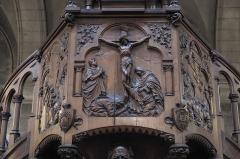 Eglise du Centre ou Saint-Clodoald - Deutsch: Katholische Pfarrkirche Saint-Clodoald in Saint-Cloud im Département Hauts-de-Seine (Île-de-France/Frankreich), Kanzel, Relief mit der Kreuzigung Christi