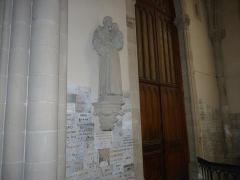 Eglise Saint-Amé - Français:   Statue de Saint-Joseph a la gauche  de la sortie, Église Saint-Amé, Plombières-les-Bains (Vosges, Lorraine, France)