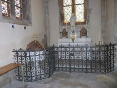 Eglise Saint-Amé - Français:   Autel à la gauche de la sortie, Église Saint-Amé, Plombières-les-Bains (Vosges, Lorraine, France)