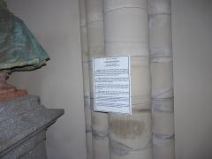 Eglise Saint-Amé - Français:   Inscription à côté du buste de l\'abbé Menestrel, Église Saint-Amé, Plombières-les-Bains (Vosges, Lorraine, France)